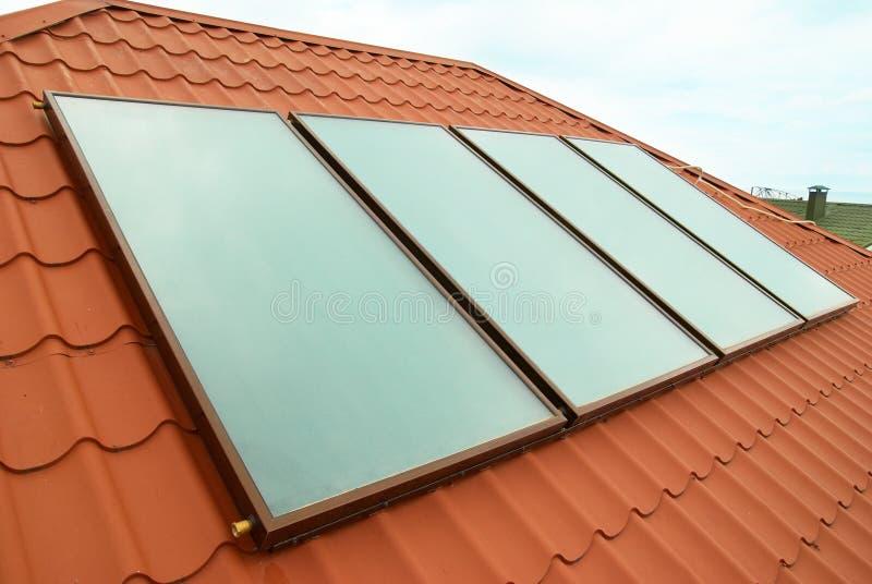 Sistema de aquecimento solar de água fotos de stock royalty free