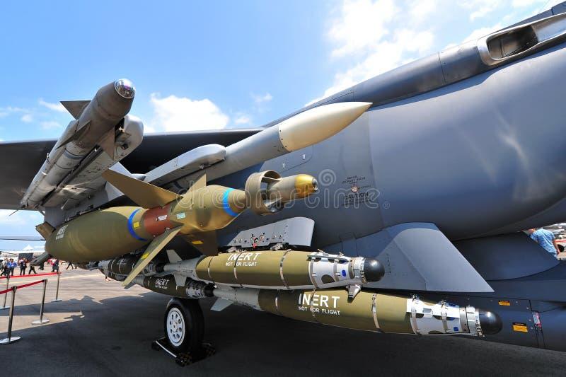 Sistema de armas do lutador de superioridade de ar de RSAF F-15SG na exposição em Singapura Airshow fotografia de stock