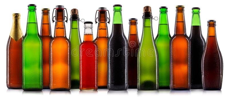 Sistema de botellas de cerveza aisladas fotografía de archivo