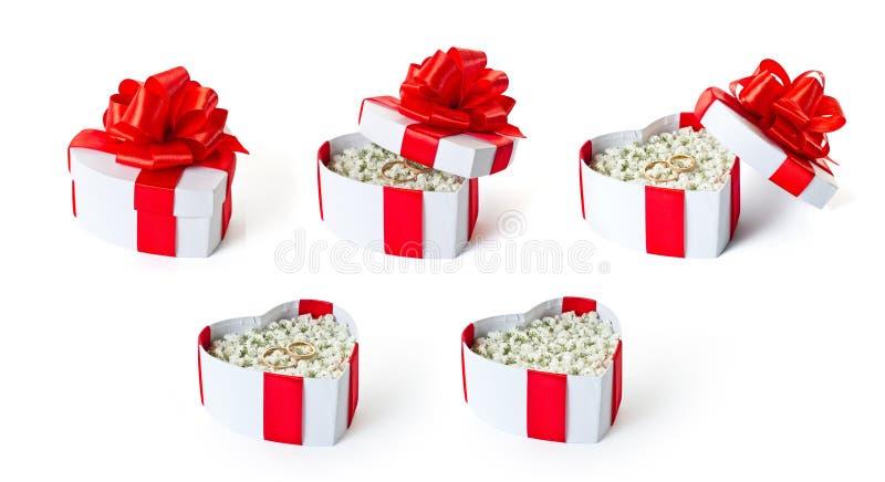 Sistema de cajas de regalo en forma de corazón de la propuesta de matrimonio fotografía de archivo