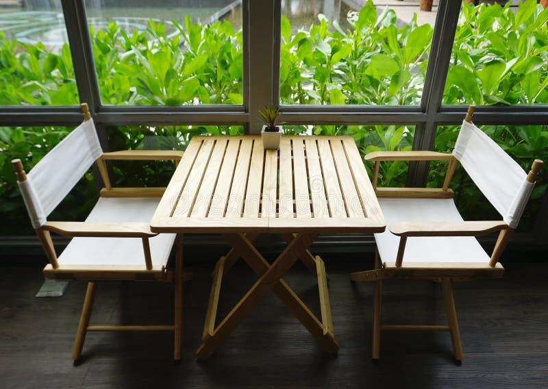 Sistema de cena acogedor por la ventana para dos personas fotos de archivo