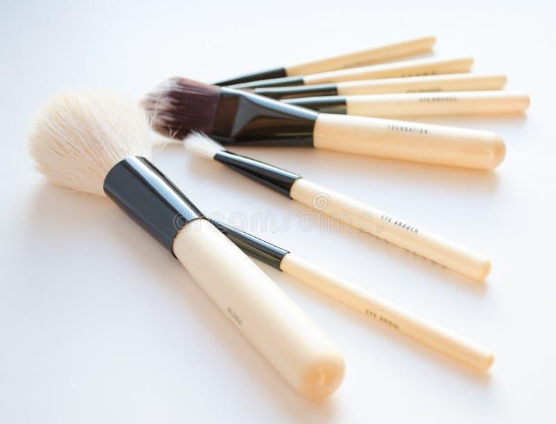 Sistema de cepillo profesional del maquillaje imagenes de archivo
