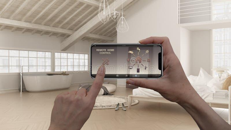 Sistema de control casero remoto en una tableta elegante digital del teléfono Dispositivo con los iconos del app Diseño interior  imagen de archivo libre de regalías