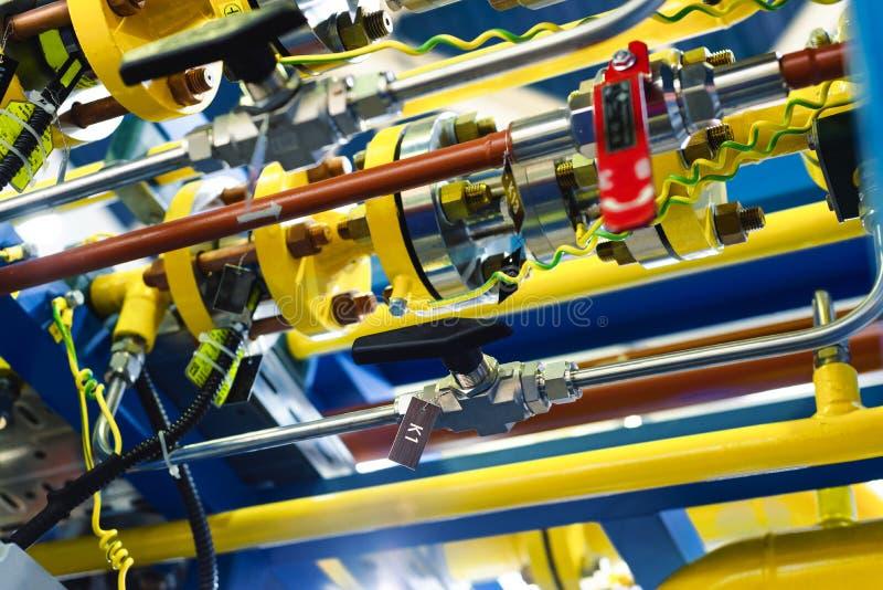 Sistema de control complejo de equipo del gas Muchas tuberías, sensores fotografía de archivo