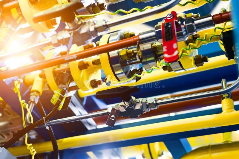 Sistema de control complejo de equipo del gas Muchas tuber?as, sensores fotografía de archivo