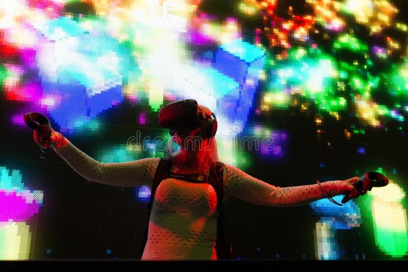 Sistema de DJ de la realidad virtual durante verano de la expo de VRLA foto de archivo