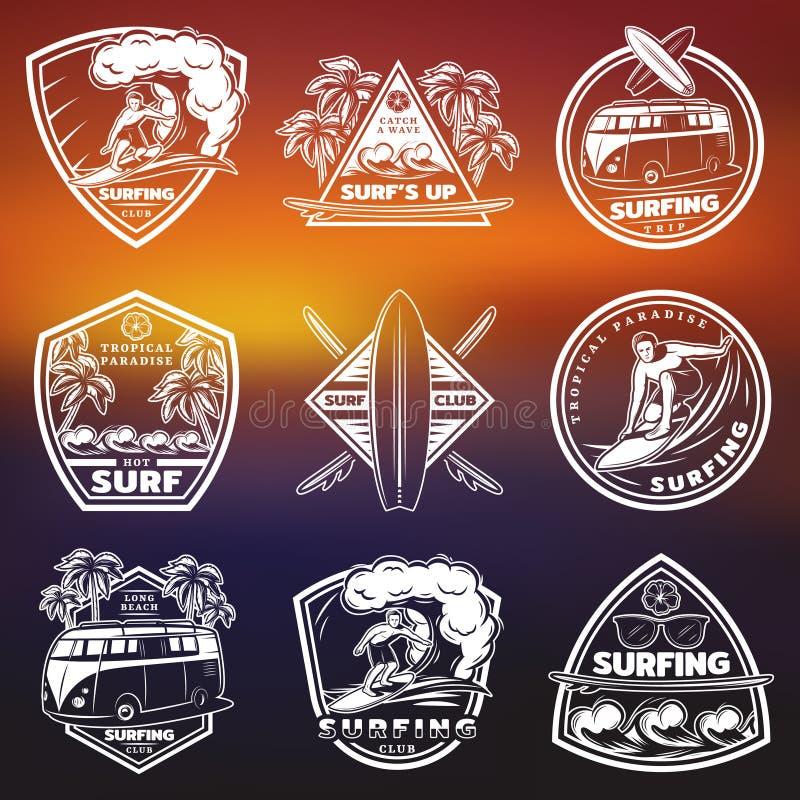 Sistema de etiquetas blanco del vintage que practica surf libre illustration