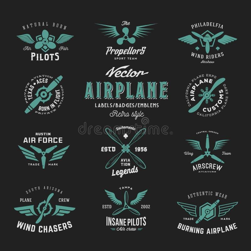 Sistema de etiquetas del aeroplano del vector del vintage con tipografía retra Textura lamentable en fondo oscuro ilustración del vector