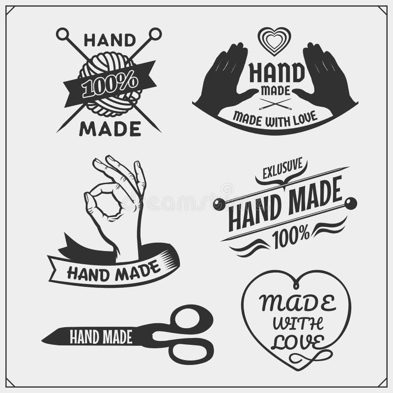 Sistema de etiquetas del vintage, de insignias, de emblemas y de elementos hechos a mano del diseño stock de ilustración