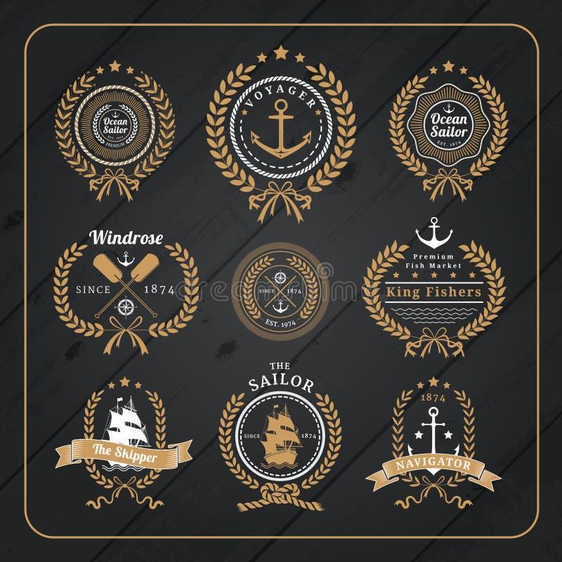 Sistema de etiquetas náutico de la guirnalda del vintage en fondo de madera oscuro libre illustration