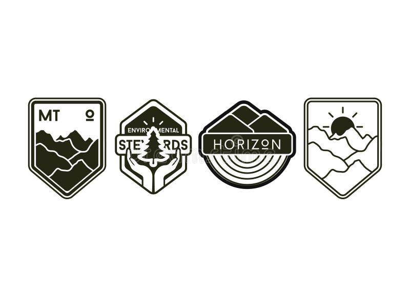 Sistema de etiquetas y de insignias que acampan del vintage stock de ilustración