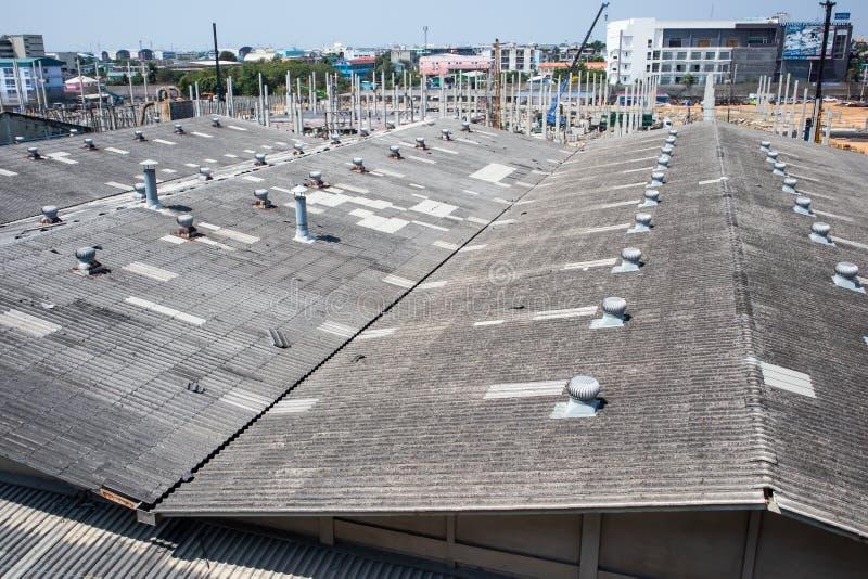 Sistema de fã da ventilação do telhado da fábrica fotos de stock royalty free