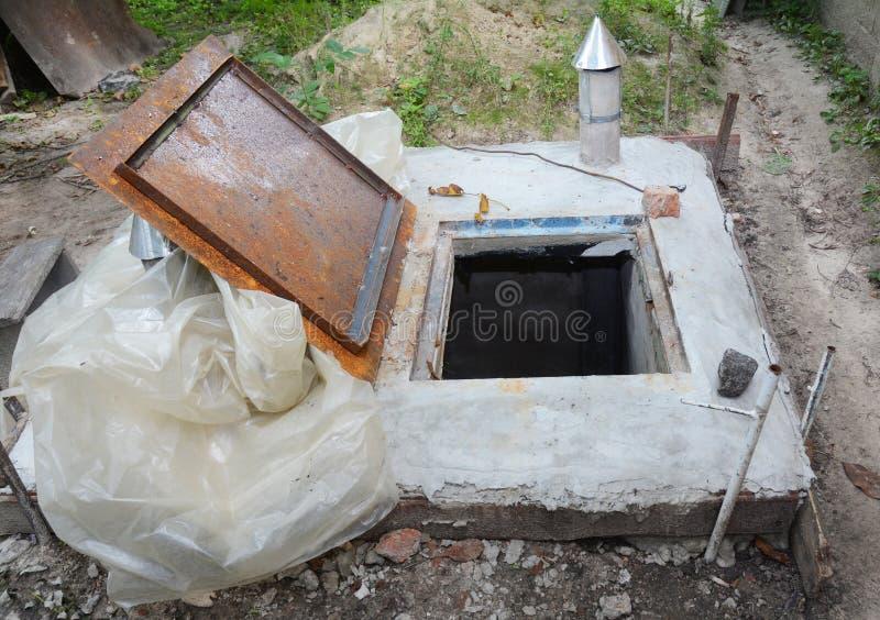 Sistema de fonte da água Acumulador hidráulico, bomba de água e o outro equipamento Bomba de água para o sistema bom fotos de stock