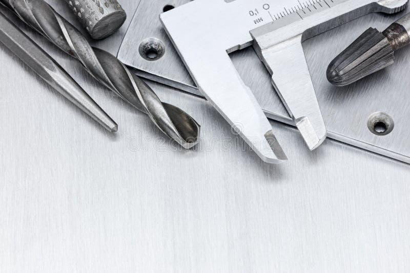 Sistema de herramienta de calibrador a vernier y de los taladros para la reparación y el contra de la casa imagen de archivo libre de regalías