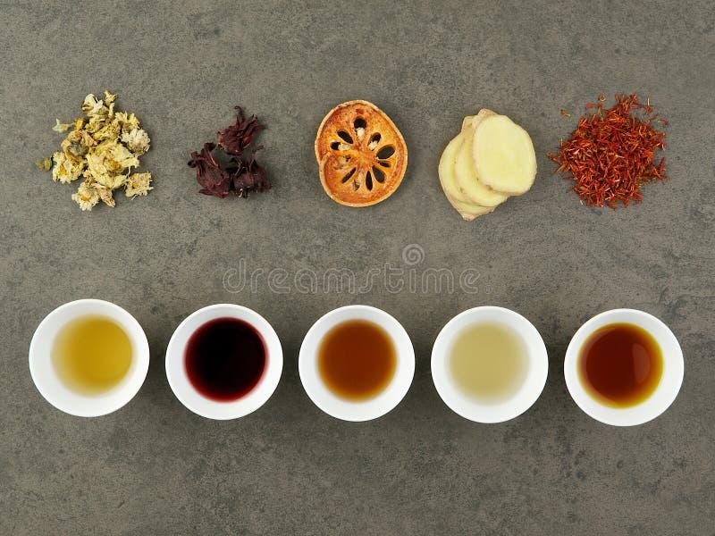 Sistema de infusión de hierbas asiática Crisantemo, Roselle, membrillo, jengibre, fotografía de archivo libre de regalías