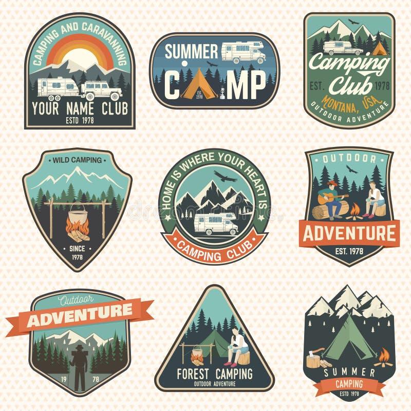 Sistema de insignias del campamento de verano Vector Concepto para la camisa o logotipo, impresión, sello, remiendo o camiseta libre illustration