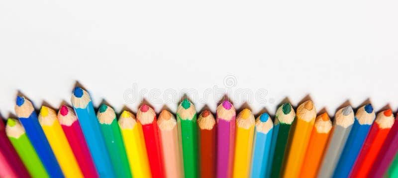 Sistema de lápices coloridos aislados en el fondo blanco foto de archivo libre de regalías