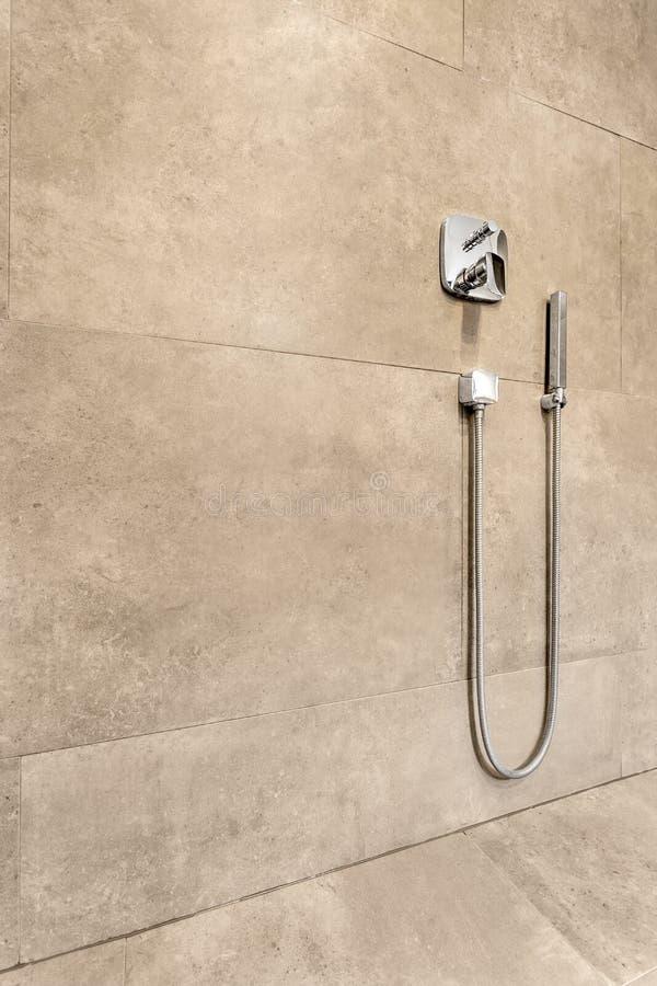 Sistema de la ducha en esmalte de la arena foto de archivo