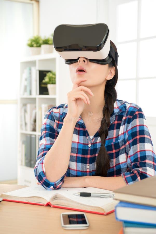 Sistema de la innovación de la experiencia VR de la mujer imagenes de archivo