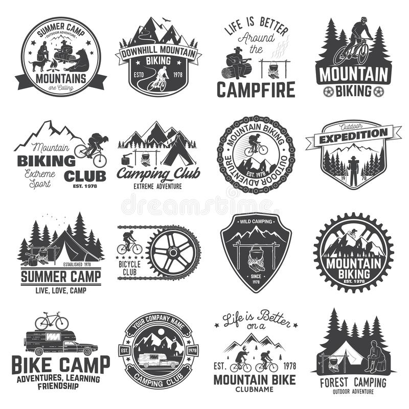 Sistema de la insignia biking y que acampa de la montaña del club Vector stock de ilustración