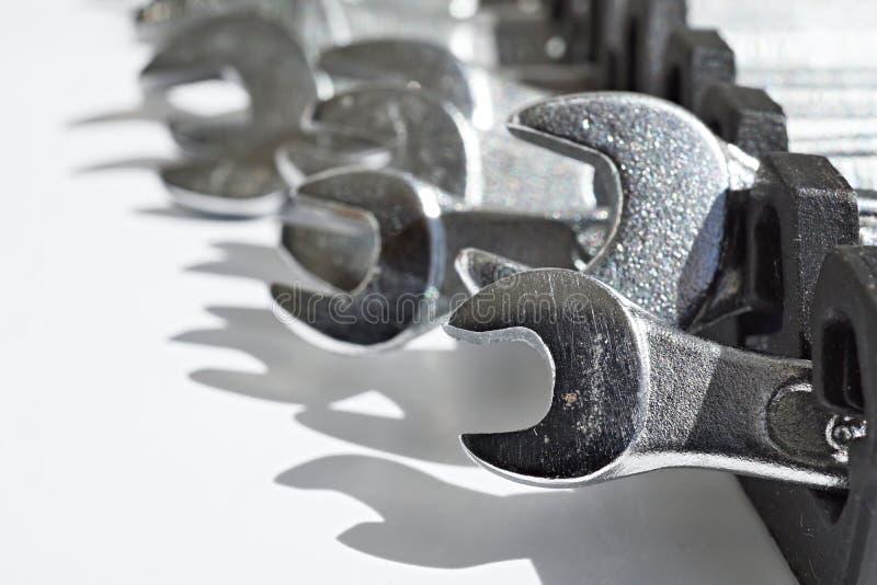 Sistema de las llaves inglesas de plata y de x28; desplazamiento o spanners& ajustable x29; como símbolo de la construcción manua fotos de archivo libres de regalías