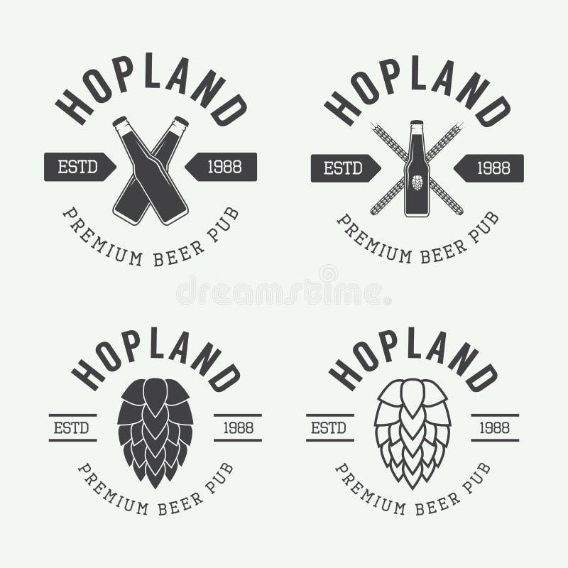 Sistema de logotipos de la cerveza y del pub del vintage, etiquetas y emblemas con las botellas, los saltos, y el trigo stock de ilustración