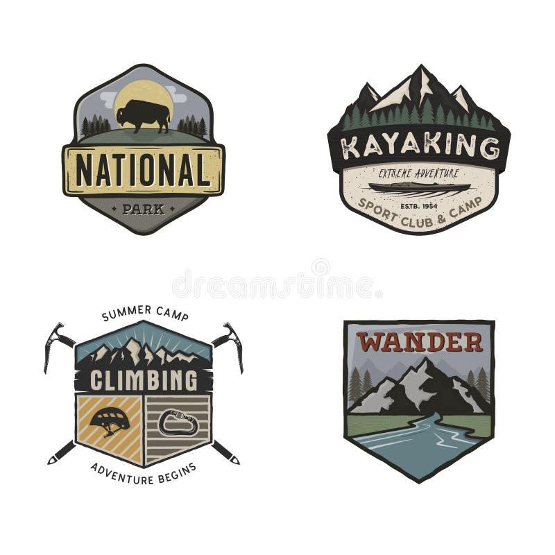 Sistema de logotipos dibujados mano del viaje del vintage Conceptos de las etiquetas que acampan Diseños de la insignia de la exp stock de ilustración