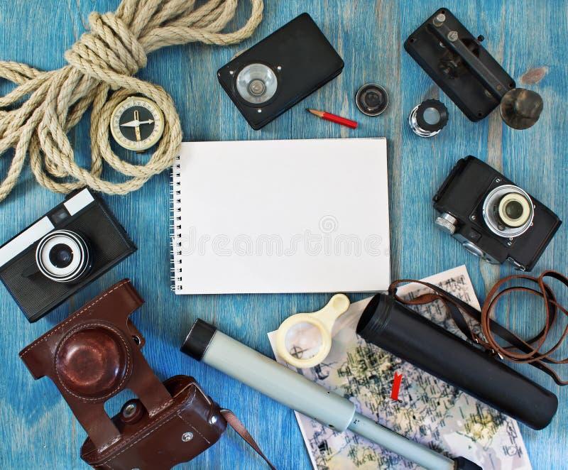 Sistema de los artículos retros para los turistas fotos de archivo