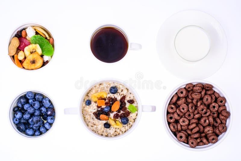 Sistema de los platos para el desayuno fácil, sano foto de archivo