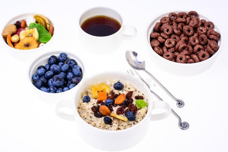 Sistema de los platos para el desayuno fácil, sano fotos de archivo