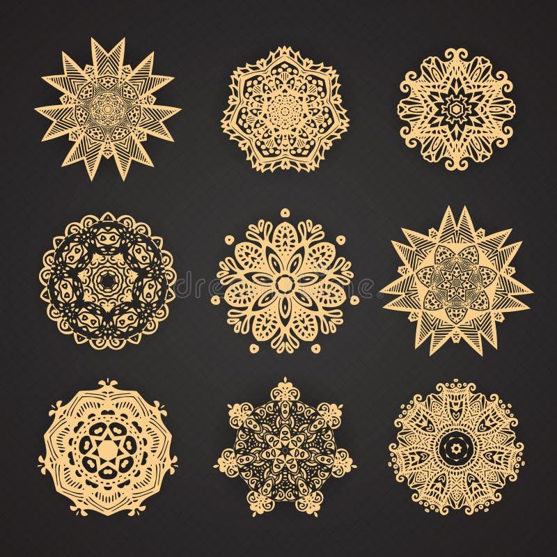 Sistema de mandalas Colección de estrellas y de copos de nieve estilizados O libre illustration
