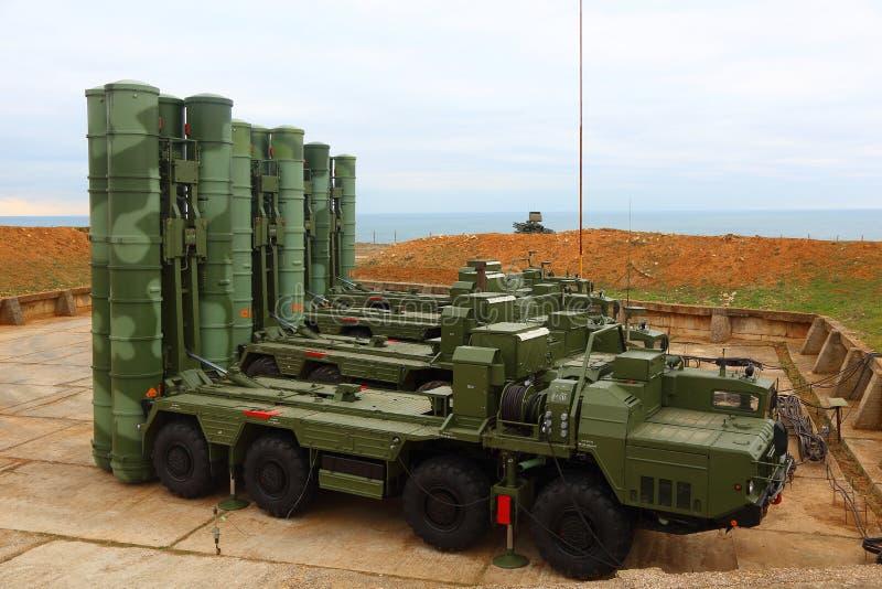 Sistema de misiles antiaéreo ruso de C-400 grande y de mediano alcance Triumf en la Sevastopol imagen de archivo