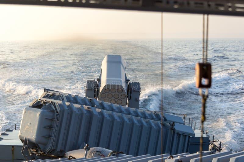 Sistema de misiles de la armadura de avión en la lancha de carreras alemana de la marina de guerra fotos de archivo libres de regalías