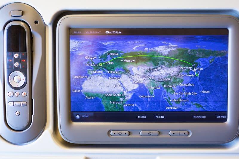 Sistema de multimedias con el mapa de la navegación de Boeing 777 imagen de archivo