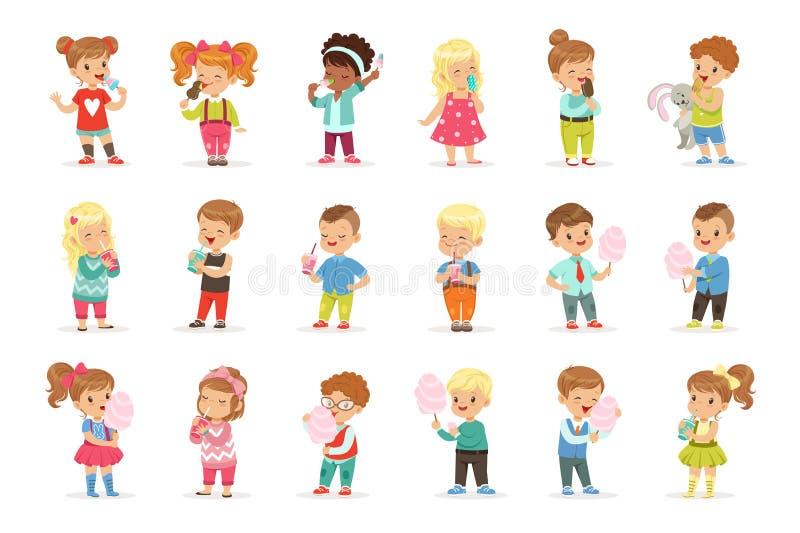Sistema de niños pequeños y de muchachas que beben los cócteles y que comen los dulces libre illustration