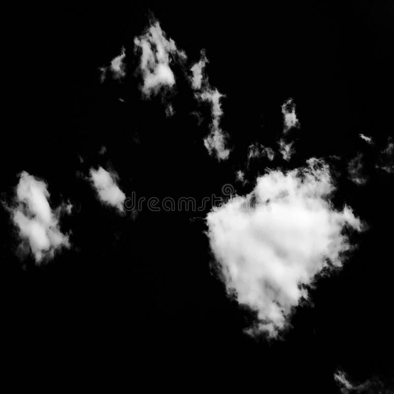 Sistema de nubes aisladas sobre fondo negro Elementos del diseño Nubes aisladas blanco Nubes extraídas recorte imagen de archivo