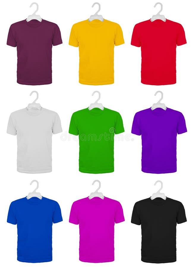 Sistema de nueve camisetas de algodón coloreadas en suspensiones stock de ilustración