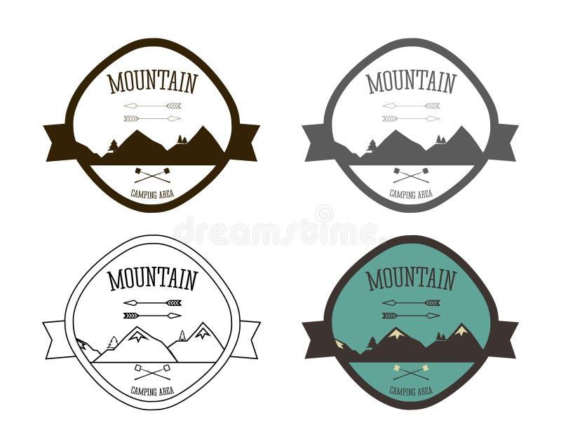 Sistema de plantillas del logotipo del sitio para acampar de la montaña outdoor stock de ilustración