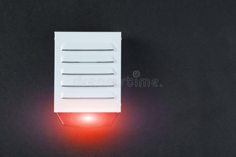Sistema de proteção contra incêndios em um fundo preto de um espaço da cópia fotos de stock royalty free