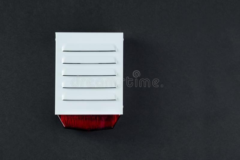 Sistema de proteção contra incêndios em um fundo preto de um espaço da cópia imagens de stock royalty free