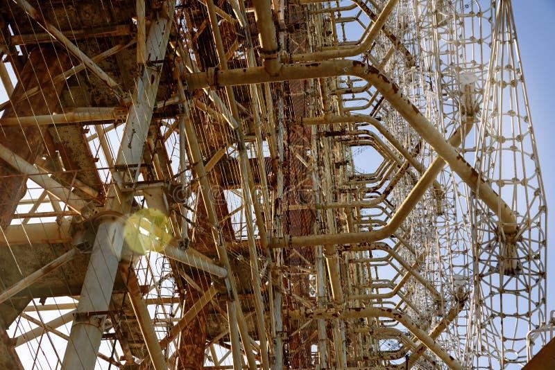 Sistema de radar soviético 'Duga' en la central nuclear de Chernobyl en la zona de exclusión de Chernobyl (Ucrania) imagenes de archivo