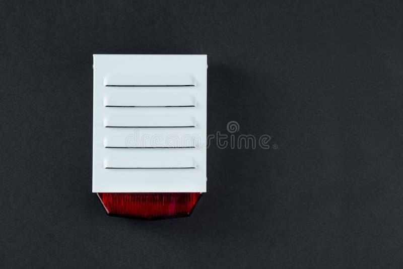 Sistema de seguridad contra incendios en un fondo negro de un espacio de la copia imágenes de archivo libres de regalías