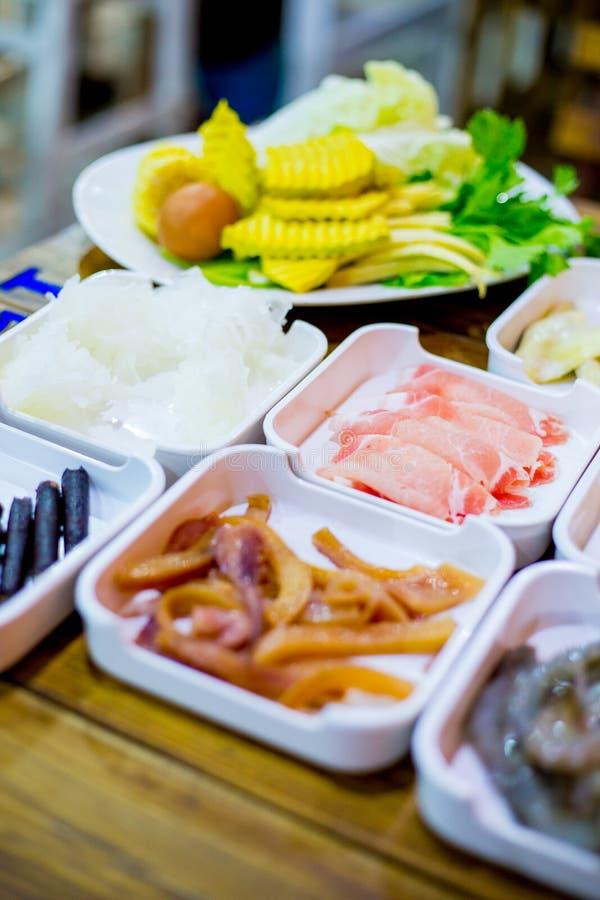 Sistema de Shabu de la comida fresca fotografía de archivo libre de regalías
