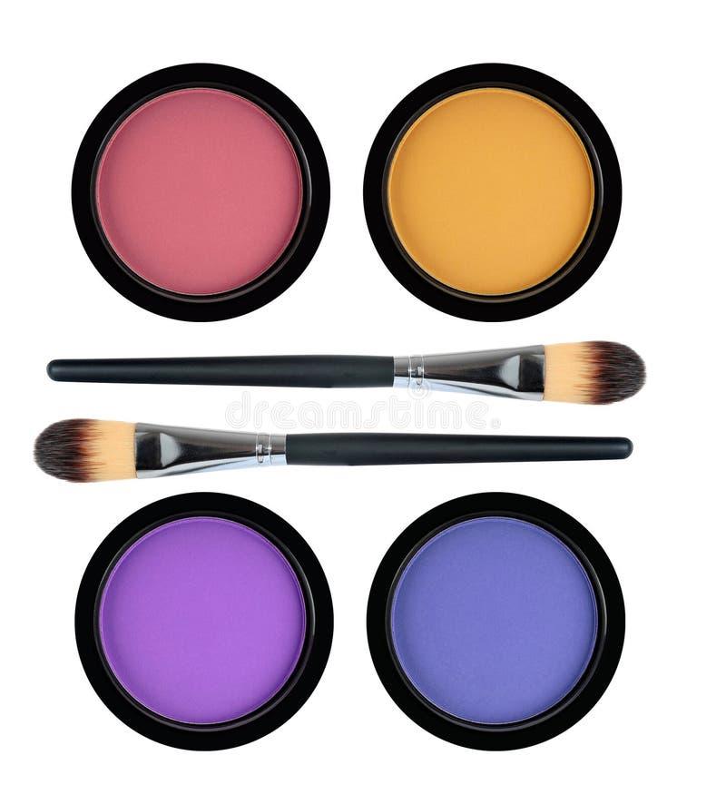 Sistema de 4 sombras de ojos y cepillos multicolores aislados en blanco fotografía de archivo libre de regalías
