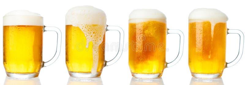 Sistema de tazas de cerveza ligera fría fotos de archivo libres de regalías