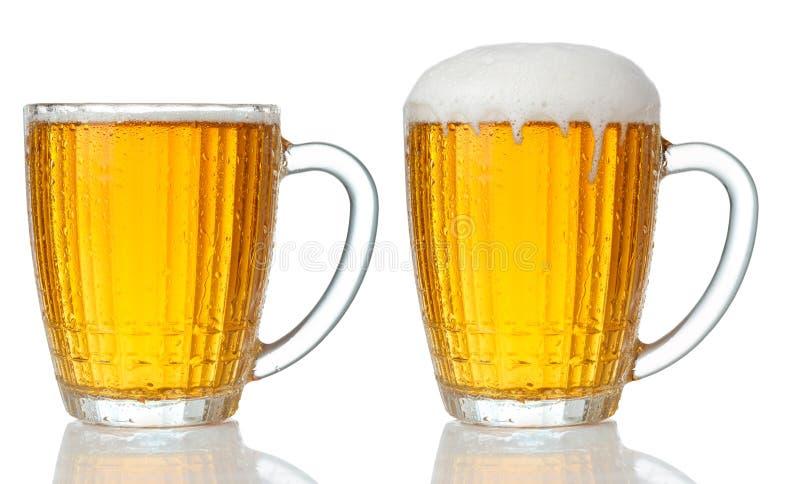 Sistema de tazas de cerveza ligera fría foto de archivo libre de regalías