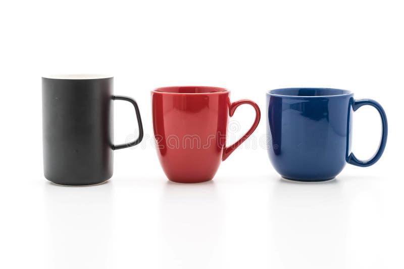Sistema de tazas negras, rojas y azules en blanco imagen de archivo libre de regalías