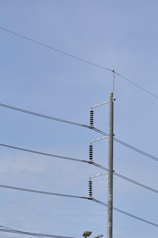 Sistema de transmisión de poder de la torre Transmisión de alto voltaje foto de archivo libre de regalías