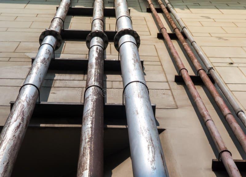 Sistema de tubulação da água ou tubos de drenagem para a construção de plantas industriais imagens de stock