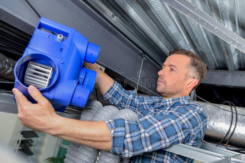 Sistema de ventilación apropiado del electricista fotos de archivo libres de regalías